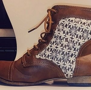 Wild Diva Lounge boots